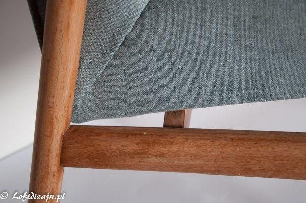 Krzesło wykończone woskiem