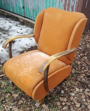 Fotele z okresu PRL po renowacji