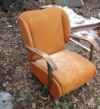 Fotel Uszak pomarańczowy przed renowacją