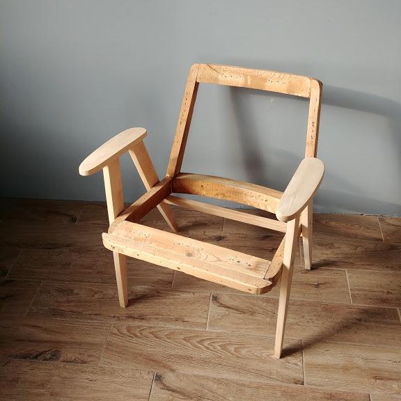 Historia mebli PRL. Fotel 366 szkielet