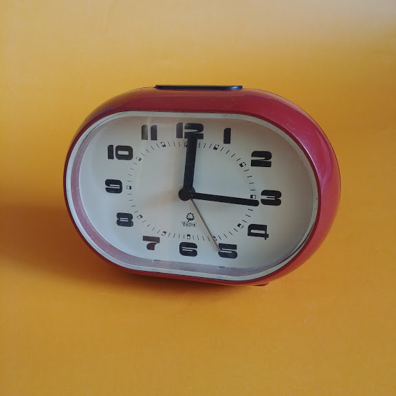 Zegar, budzik Mera-Poltik, lata 70 czerwony