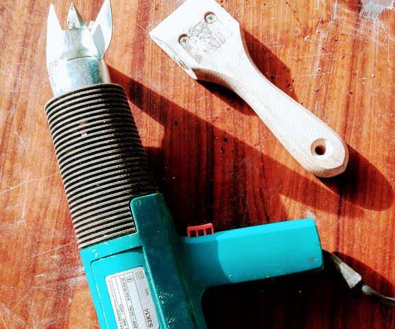 Jak usunąć lakier z mebli na wysoki połysk - narzędzia